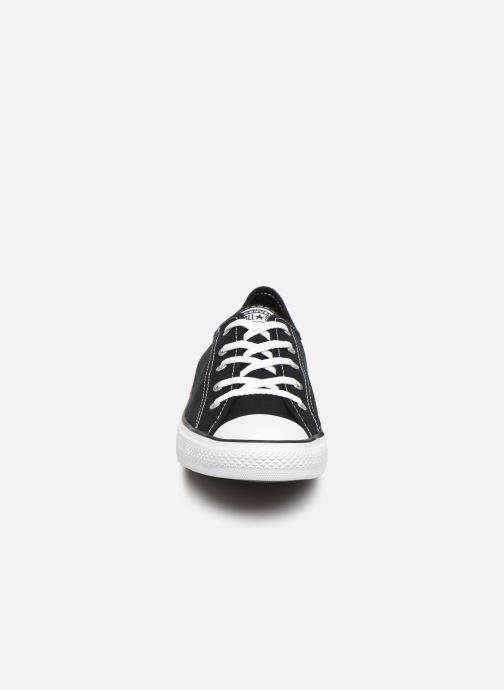 Baskets Converse Chuck Taylor All Star Dainty Canvas Ox Noir vue portées chaussures