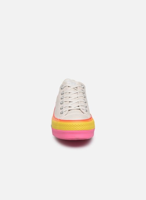 Baskets Converse Chuck Taylor All Star Lift Rainbow Ox Blanc vue portées chaussures