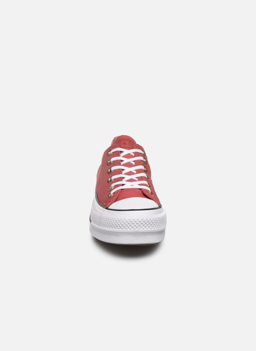 Baskets Converse Chuck Taylor All Star Lift Canvas Ox Rouge vue portées chaussures