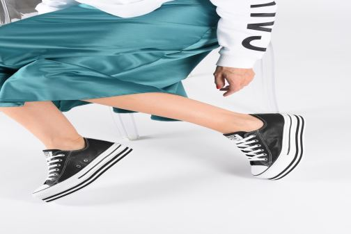 Trainers Converse Chuck Taylor All Star Layer Bottom Ox Black view from underneath / model view