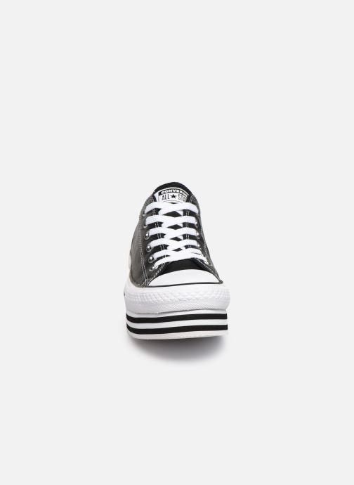 Sneakers Converse Chuck Taylor All Star Layer Bottom Ox Nero modello indossato