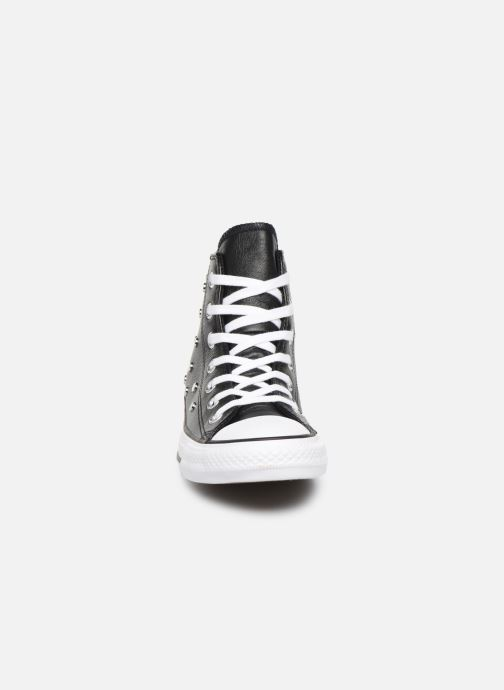 Sneakers Converse Chuck Taylor All Star Leather Studs Hi Nero modello indossato