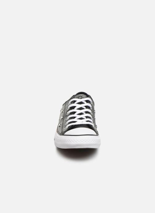 Baskets Converse Chuck Taylor All Star Leather Studs Ox Noir vue portées chaussures