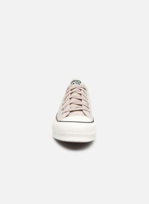 Baskets Converse Chuck Taylor All Star Lift Nubuck Ox Beige vue portées chaussures