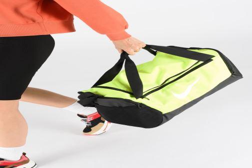 Sacs de sport Nike BRSLA S DUFF - 9.0 Jaune vue bas / vue portée sac