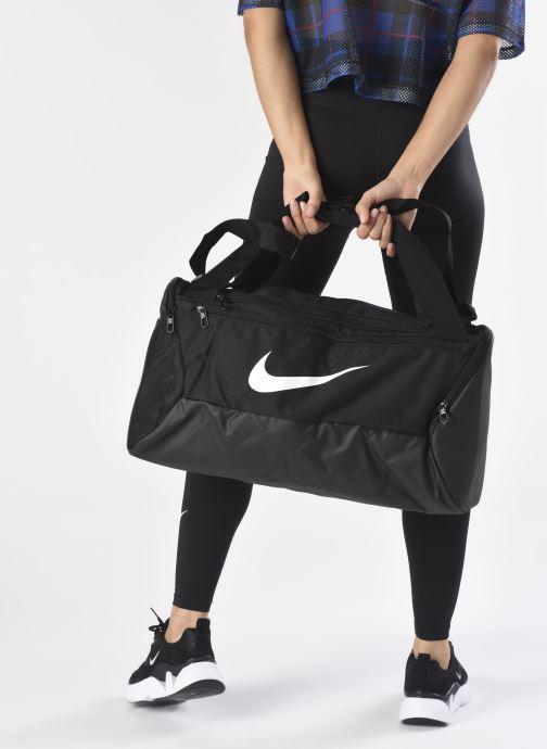 Sporttaschen Nike BRSLA S DUFF - 9.0 (41L) schwarz ansicht von unten / tasche getragen