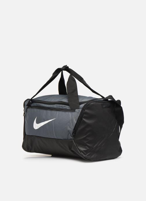 Sacs de sport Nike BRSLA S DUFF - 9.0 (41L) Gris vue portées chaussures