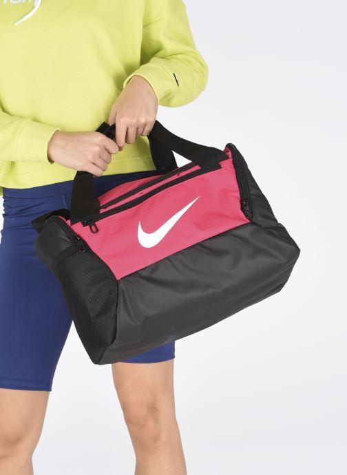 Sacs de sport Nike BRSLA XS DUFF - 9.0 Rose vue bas / vue portée sac