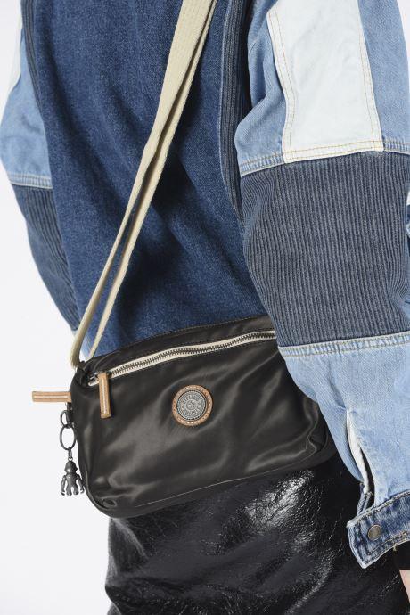 Handtaschen kipling HALIMA schwarz ansicht von unten / tasche getragen