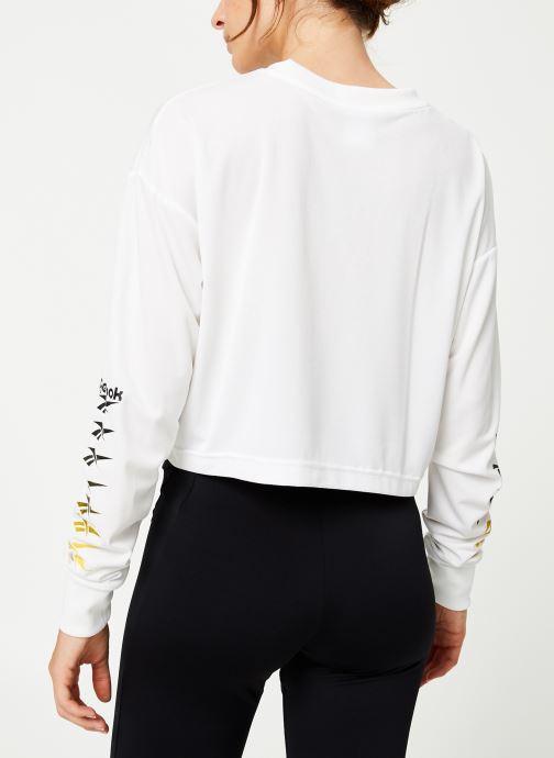 Vêtements Reebok Cl V P Cropped Longl Blanc vue portées chaussures
