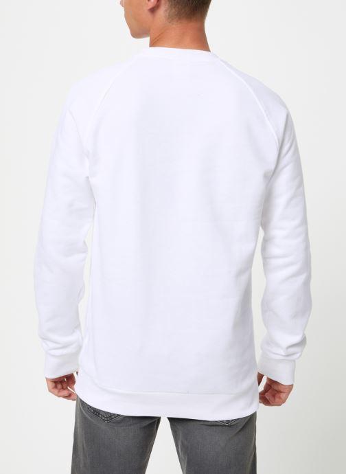 Vêtements Reebok Cl V Unisex Crew Blanc vue portées chaussures