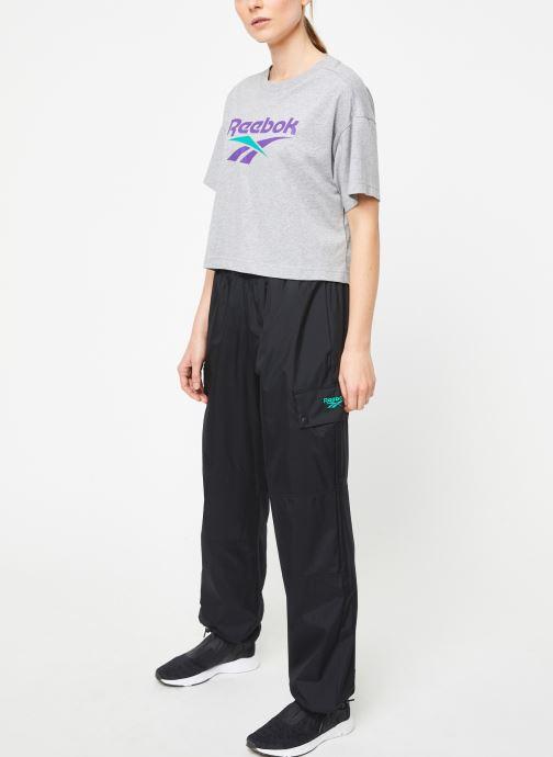 Vêtements Reebok Cl V Crop Tee Gris vue bas / vue portée sac