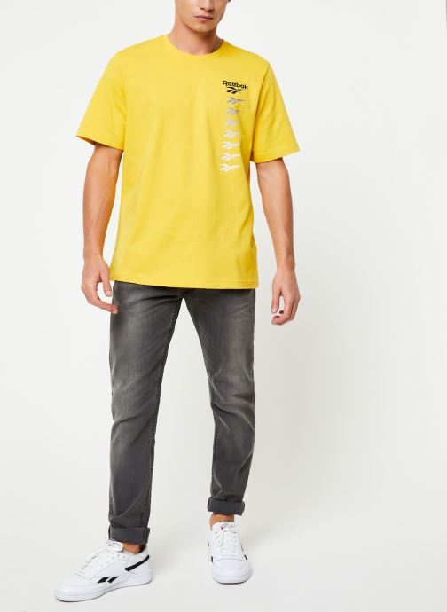 Vêtements Reebok Cl V P Tee Jaune vue bas / vue portée sac