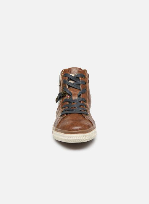 Baskets Dockers Auri Marron vue portées chaussures