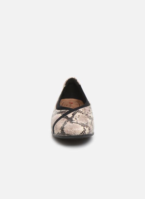 Ballerines Clarks Unstructured Un Darcey Ease Beige vue portées chaussures