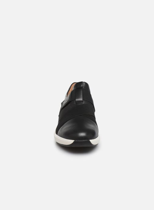 Sneakers Clarks Unstructured Un Rio Strap Nero modello indossato