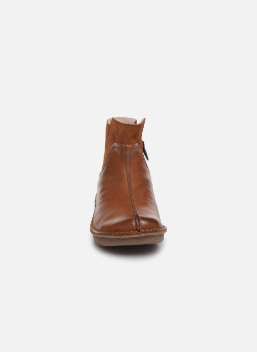 Bottines et boots Clarks Unstructured Funny Mid Marron vue portées chaussures