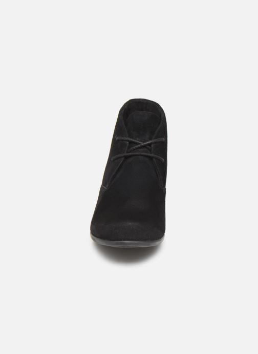 Stivaletti e tronchetti Clarks Unstructured Un Damson Tie Nero modello indossato