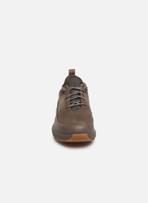Sneakers Clarks Unstructured Un VentureLo. Marrone modello indossato