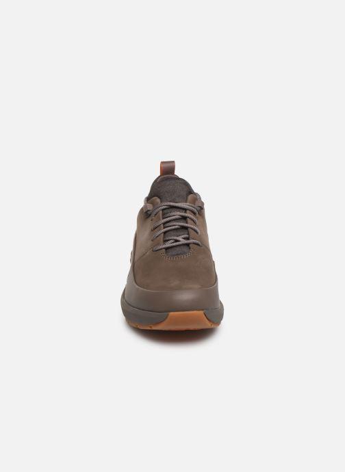 Sneakers Clarks Unstructured Un VentureLo. Marrone modello indossato