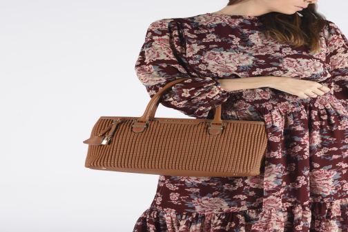 Handbags Mac Douglas LAUREN-BRYAN M Black view from underneath / model view