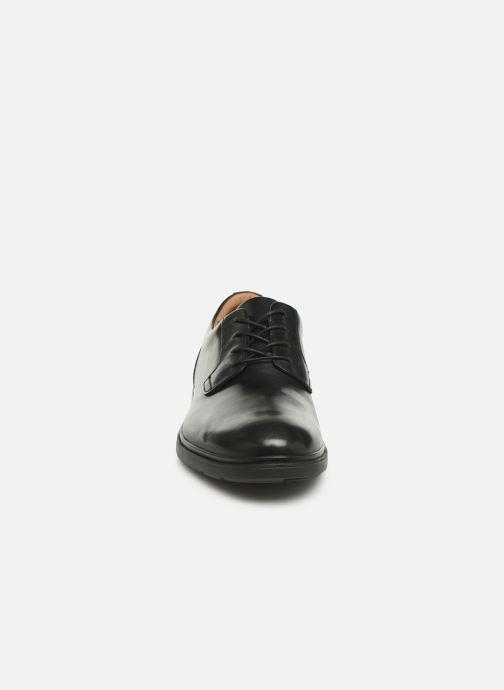 Scarpe con lacci Clarks Unstructured Un Tailor Tie Nero modello indossato