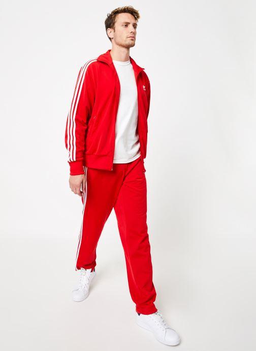 Vêtements adidas originals Firebird Tt Rouge vue bas / vue portée sac