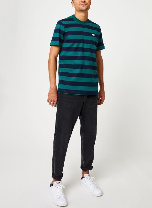 Vêtements adidas originals Stripe Tee Vert vue bas / vue portée sac