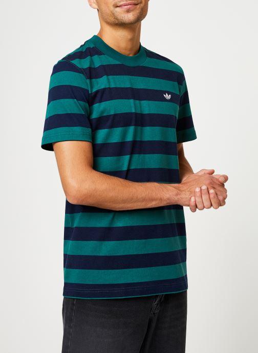 Vêtements adidas originals Stripe Tee Vert vue droite
