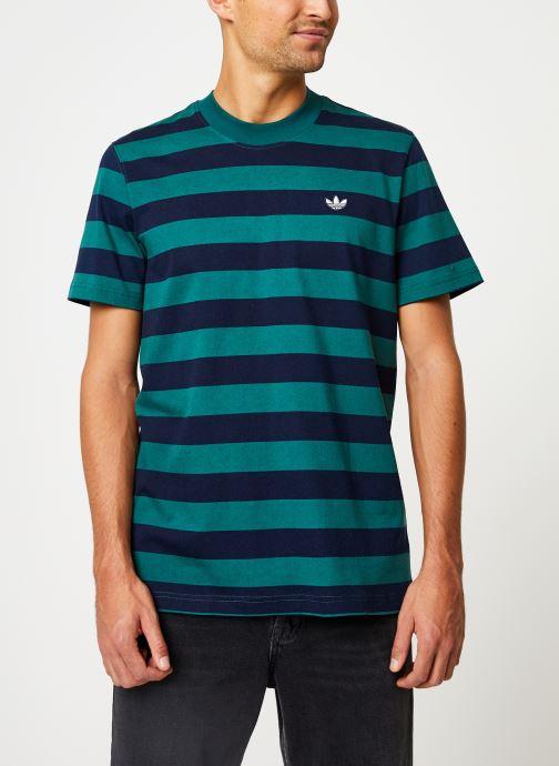 Vêtements adidas originals Stripe Tee Vert vue détail/paire