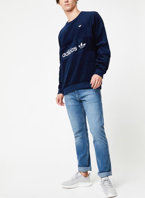 Vêtements adidas originals Cord Sweatshirt Bleu vue bas / vue portée sac