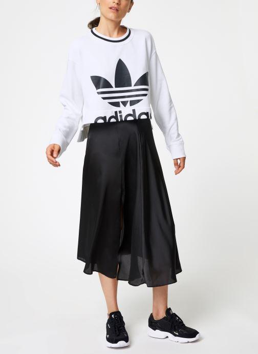 Vêtements adidas originals Cropped Sweater Blanc vue bas / vue portée sac
