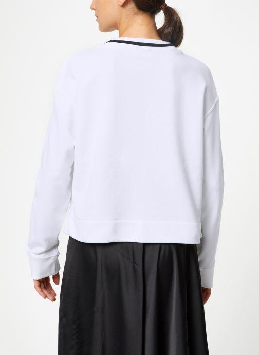 Vêtements adidas originals Cropped Sweater Blanc vue portées chaussures