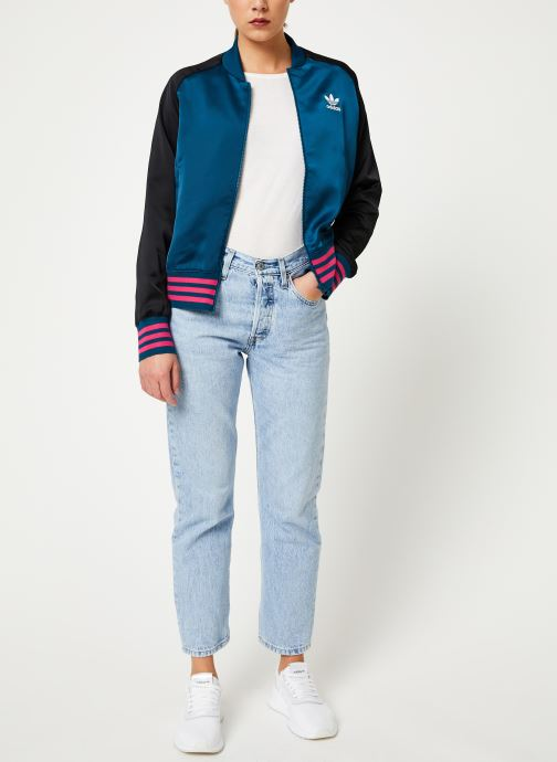 Vêtements adidas originals Satin Bomber Tt Rose vue bas / vue portée sac