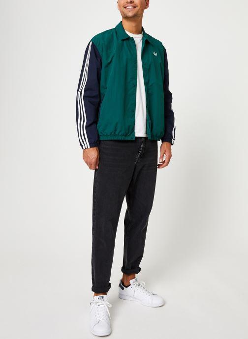 Vêtements adidas originals Trefoil Coach J Vert vue bas / vue portée sac