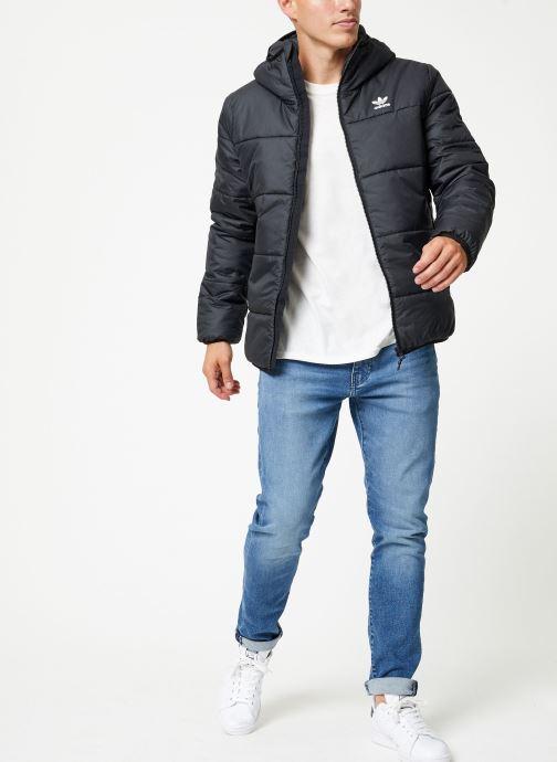 Vêtements adidas originals Jacket Padded Noir vue bas / vue portée sac