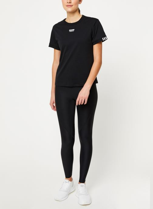 Vêtements adidas originals T Shirt Noir vue bas / vue portée sac