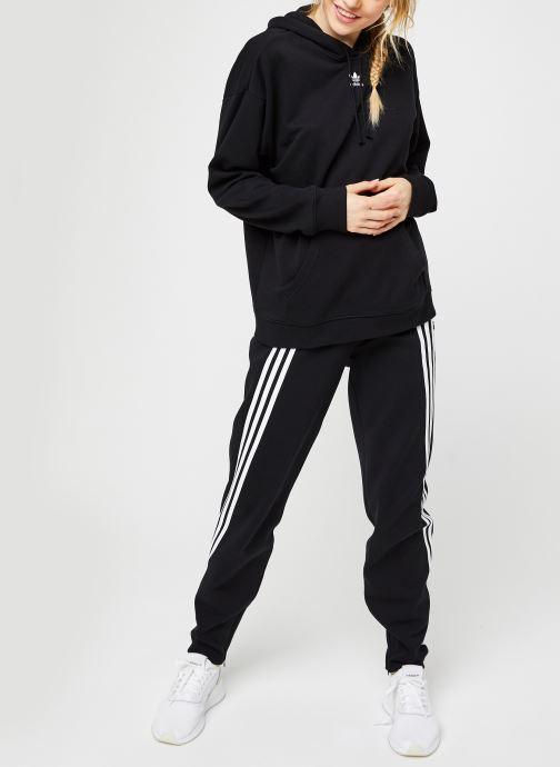 Vêtements adidas originals Hoodie Noir vue bas / vue portée sac
