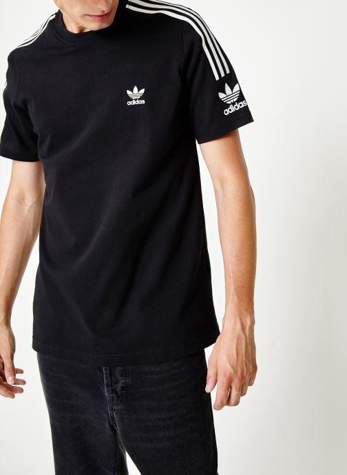 Vêtements adidas originals Lock Up Tee Noir vue détail/paire