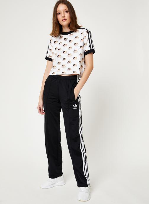 Vêtements adidas originals Firebird Tp Noir vue bas / vue portée sac