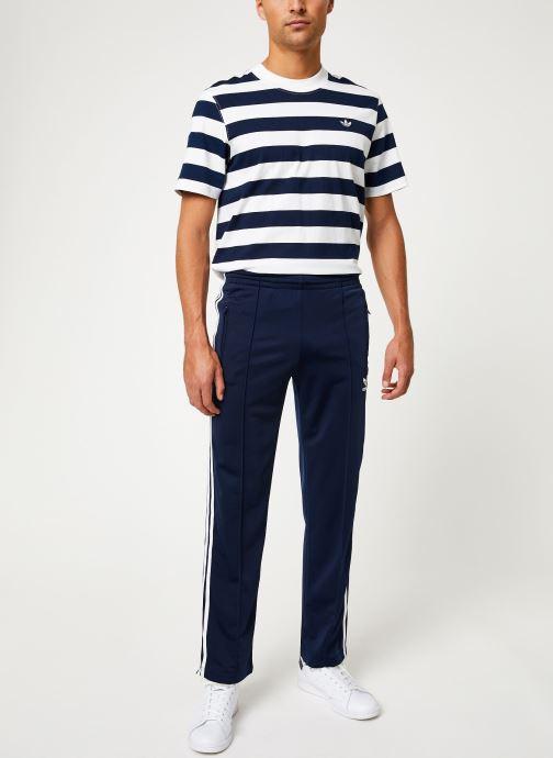 Vêtements adidas originals Firebird Tp Bleu vue bas / vue portée sac