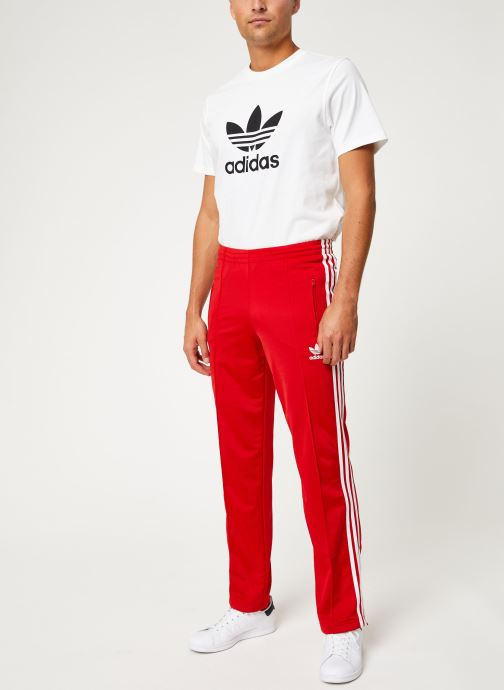 Vêtements adidas originals Firebird Tp Rouge vue bas / vue portée sac