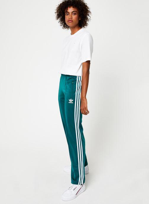 Vêtements adidas originals Firebird Tp Vert vue bas / vue portée sac
