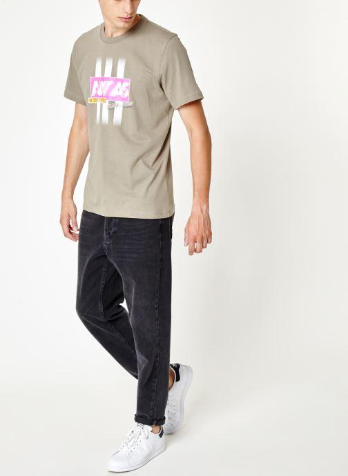 Vêtements adidas originals Bodega Logo Tee Gris vue bas / vue portée sac
