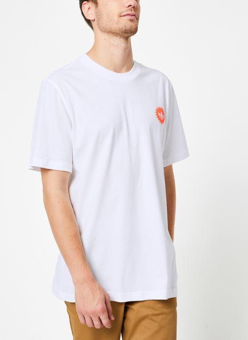 Vêtements adidas originals Bodega Poster T Blanc vue détail/paire