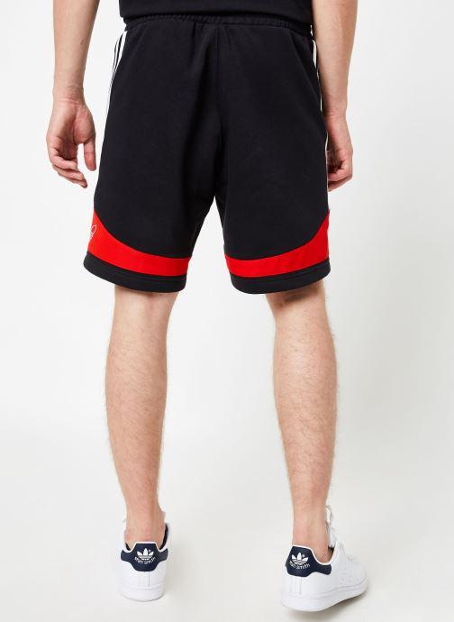 Vêtements adidas originals Ts Trf Short Noir vue portées chaussures