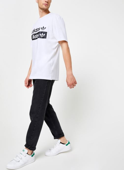 Vêtements adidas originals Vocal Logo Tee Blanc vue bas / vue portée sac