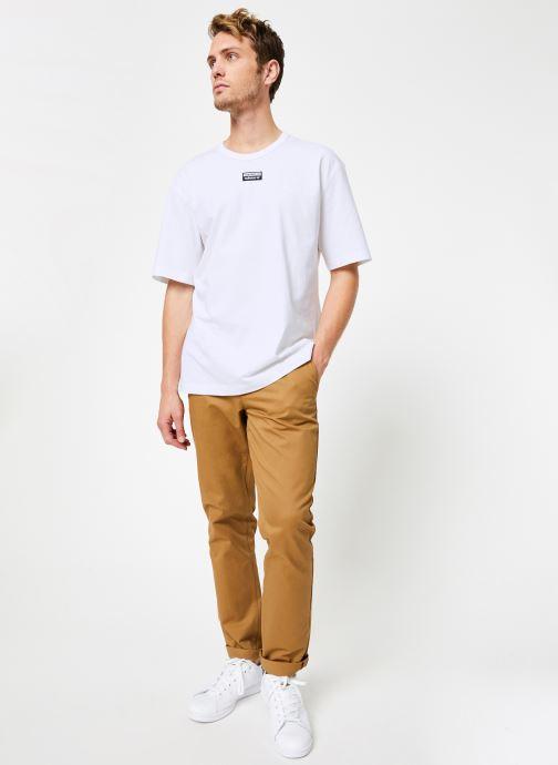 Vêtements adidas originals R.Y.V. Tee Blanc vue bas / vue portée sac