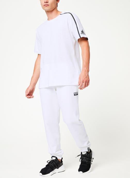 Vêtements adidas originals R.Y.V Sweatp Blanc vue bas / vue portée sac