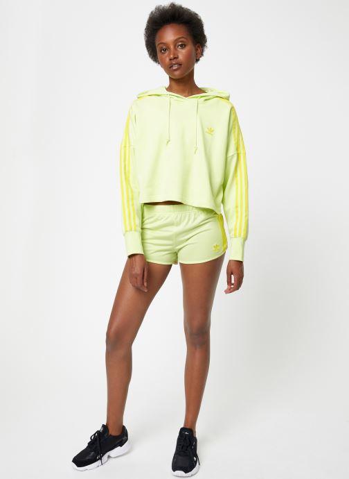 Vêtements adidas originals Cropped Hood Jaune vue bas / vue portée sac